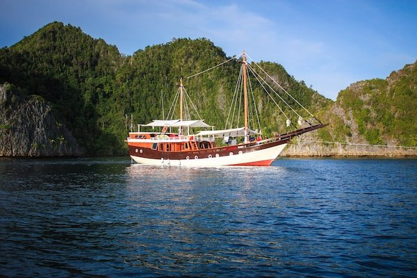 Komodo Liveaboard Dive Adventure